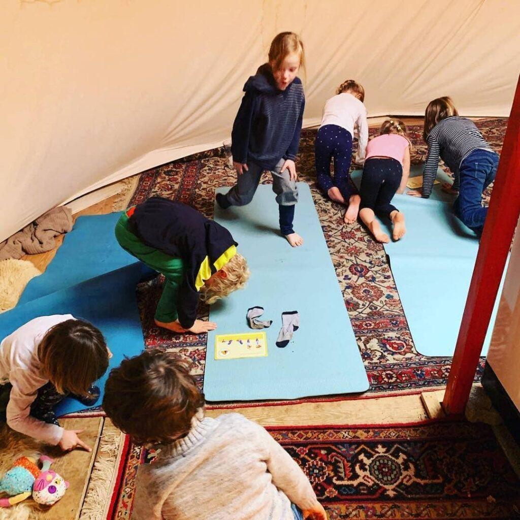 Nadja Crivelli – Naturspielgruppen-Inhaberin und Yogalehrerin über Montessori-Pädagogik