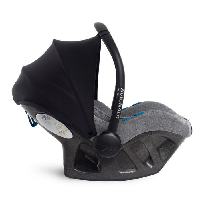 Babys im Auto: Der Kindersitz und 10 Tipps für eine ruhige(re) Autofahrt